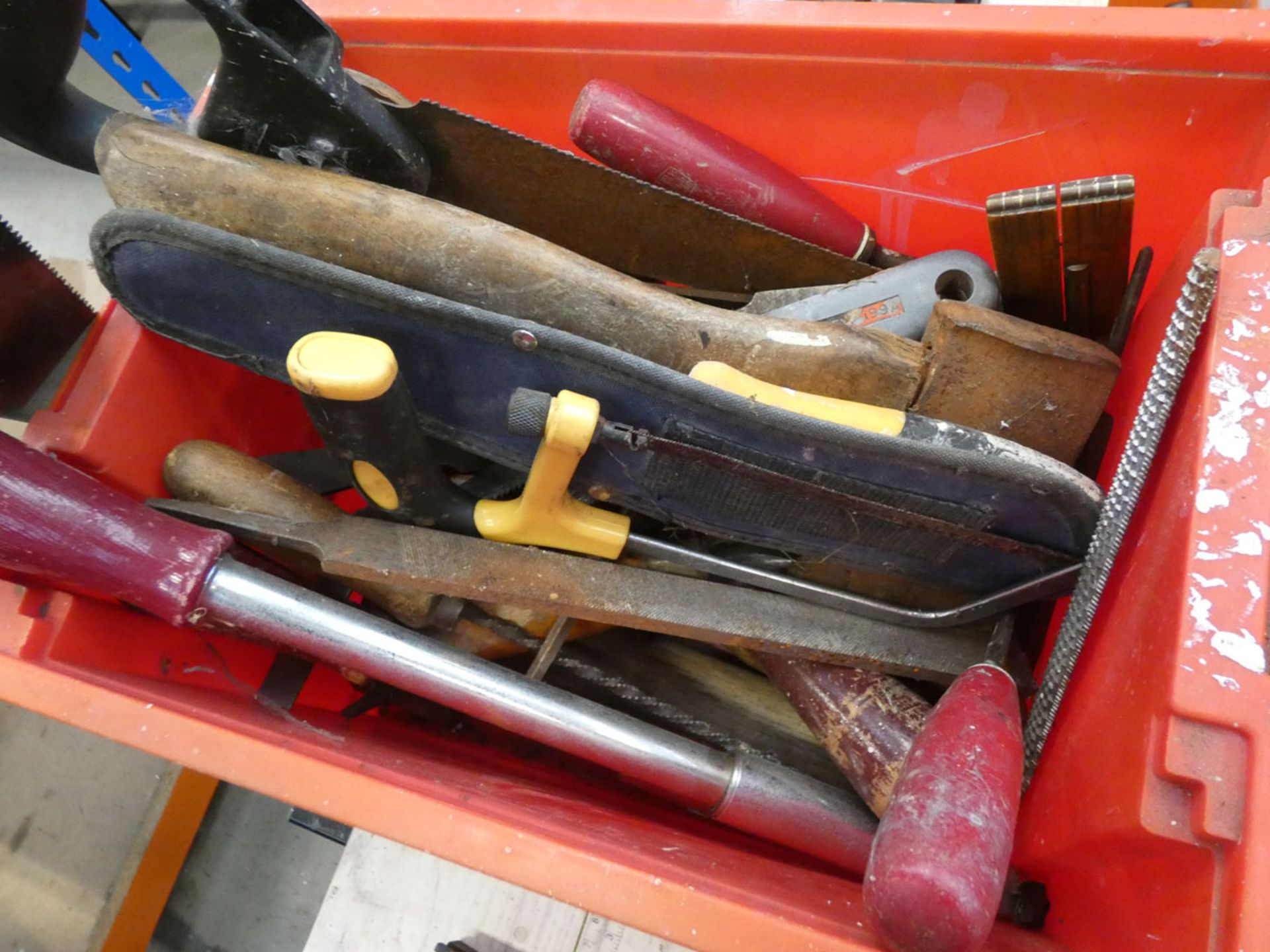 Wooden toolbox of tools, saw horse and a plastic toolbox containing: saws, screwdrivers and files - Image 3 of 4
