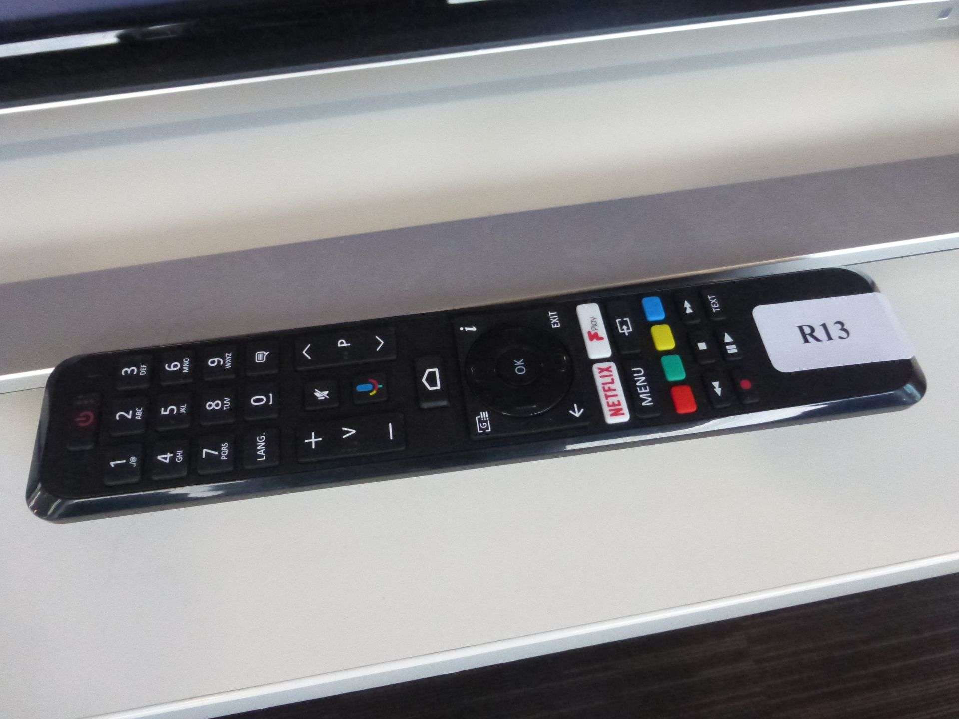 Toshiba 50'' 4K TV Model: 50UA3A63DB, includes remote (R13) and box (B37) Screen has no visible - Image 2 of 2