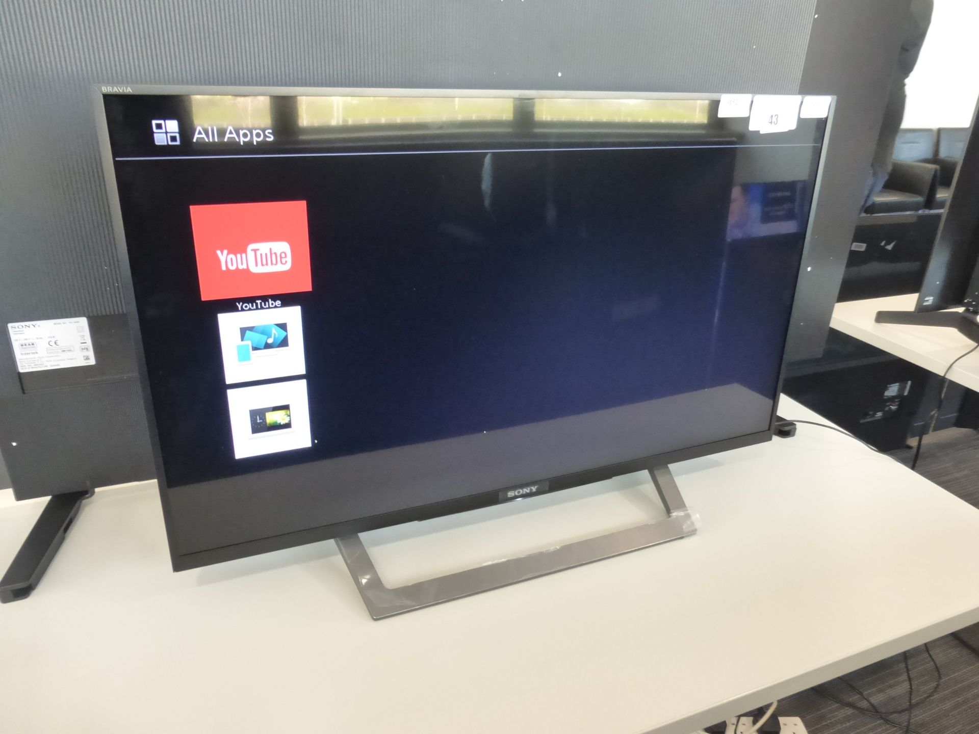 Sony 32'' TV Model: KDL-32WD754, includes remote (R30) and box (B52) Screen has no visible damage,
