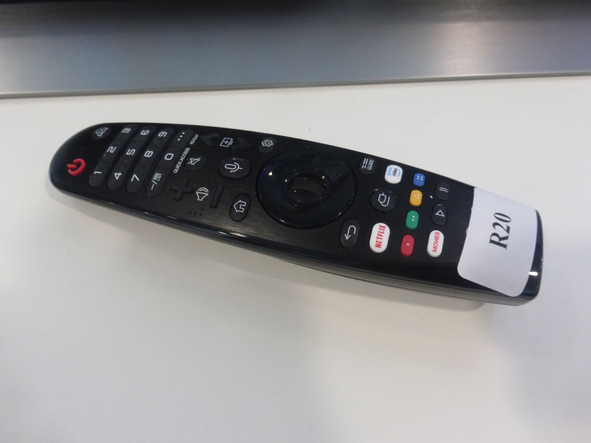 LG 55'' 4K OLED TV Model: OLED55CX5LB, includes remote (R20) and box (B43) Screen has no visible - Image 2 of 2