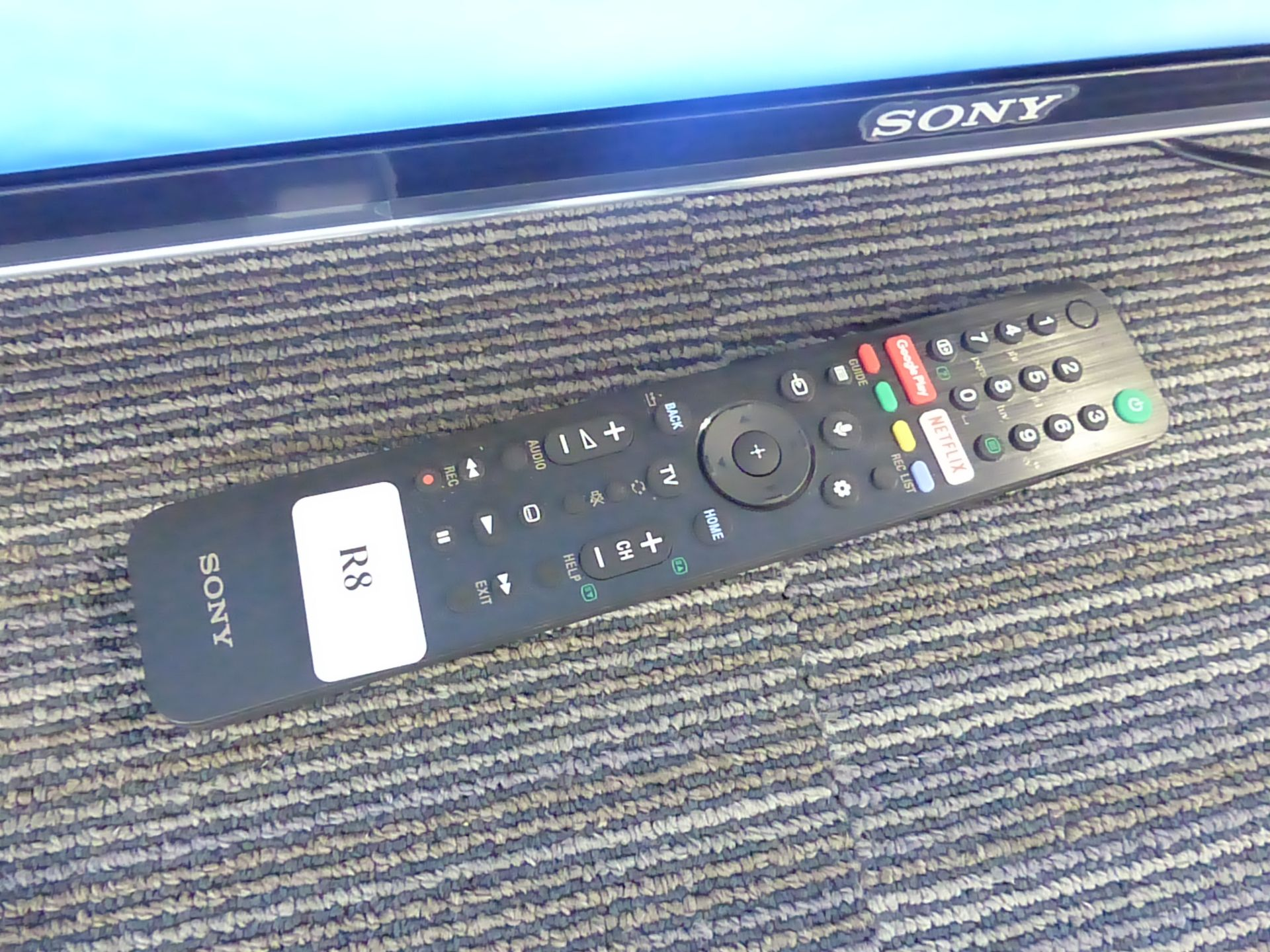Sony 75'' 4K TV Model: KD-75XH9005, includes remote (R8) Screen has no visible damage, sound is - Image 2 of 2