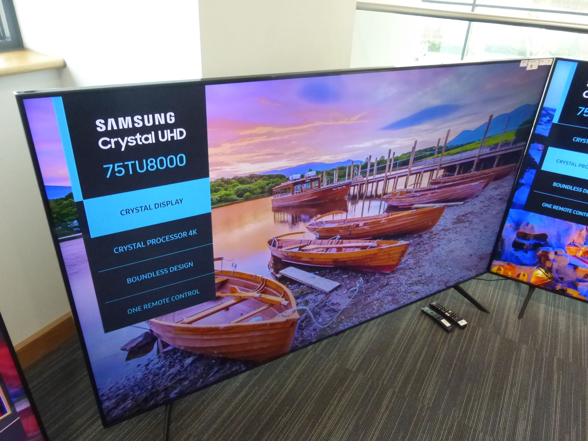 Samsung 75'' 4K TV Model: UE75TU8000K, includes remote (R47 & R42) and box (B58) Screen has no