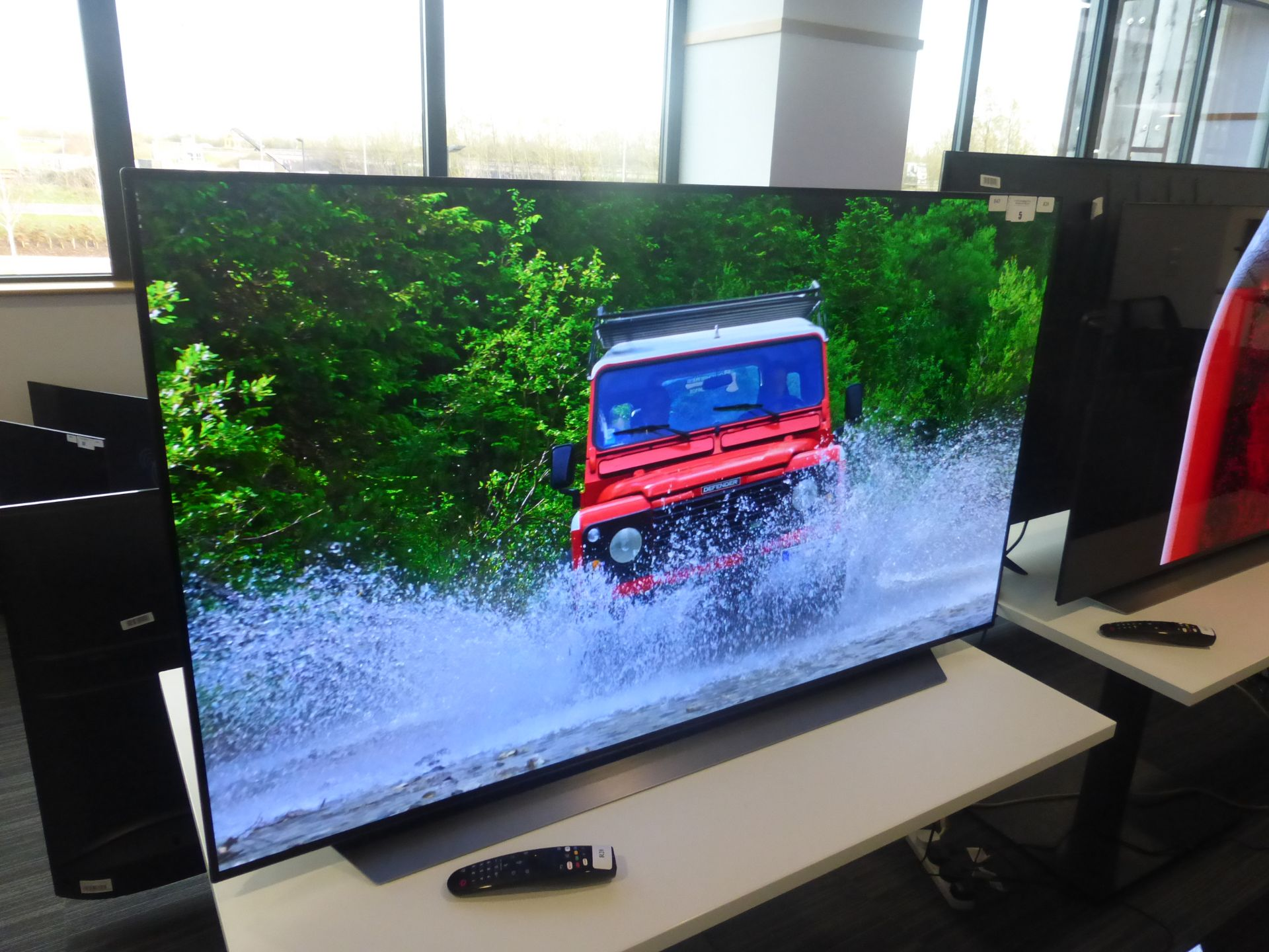 LG 55'' 4K OLED TV Model: OLED55CX5LB, includes remote (R20) and box (B43) Screen has no visible