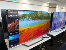 Hisense 55'' 4K TV Model: 55AE7400FTUK, includes remote (R33) and box (B54) Screen has no visible