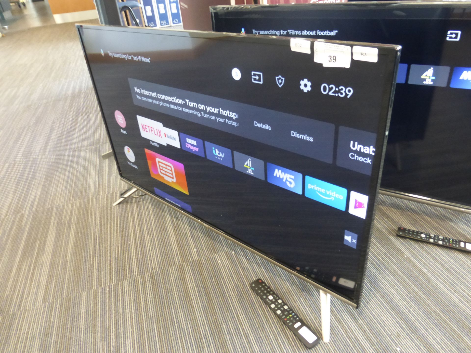 TCL 43'' TV Model: 43EP658, includes remote (R3) and box (B32) Screen has no visible damage, sound