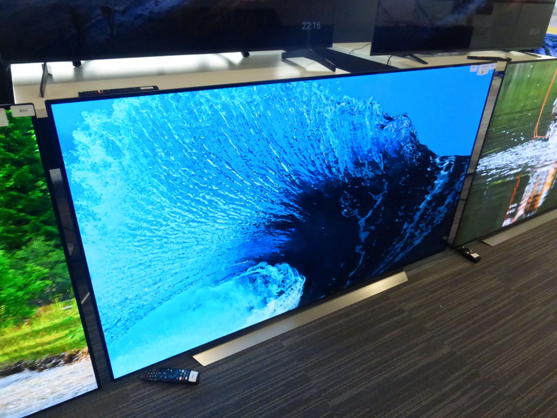 LG 65'' 4K OLED TV Model: OLED65CX5LB, includes remote (R24) and box (B47) Screen has no visible