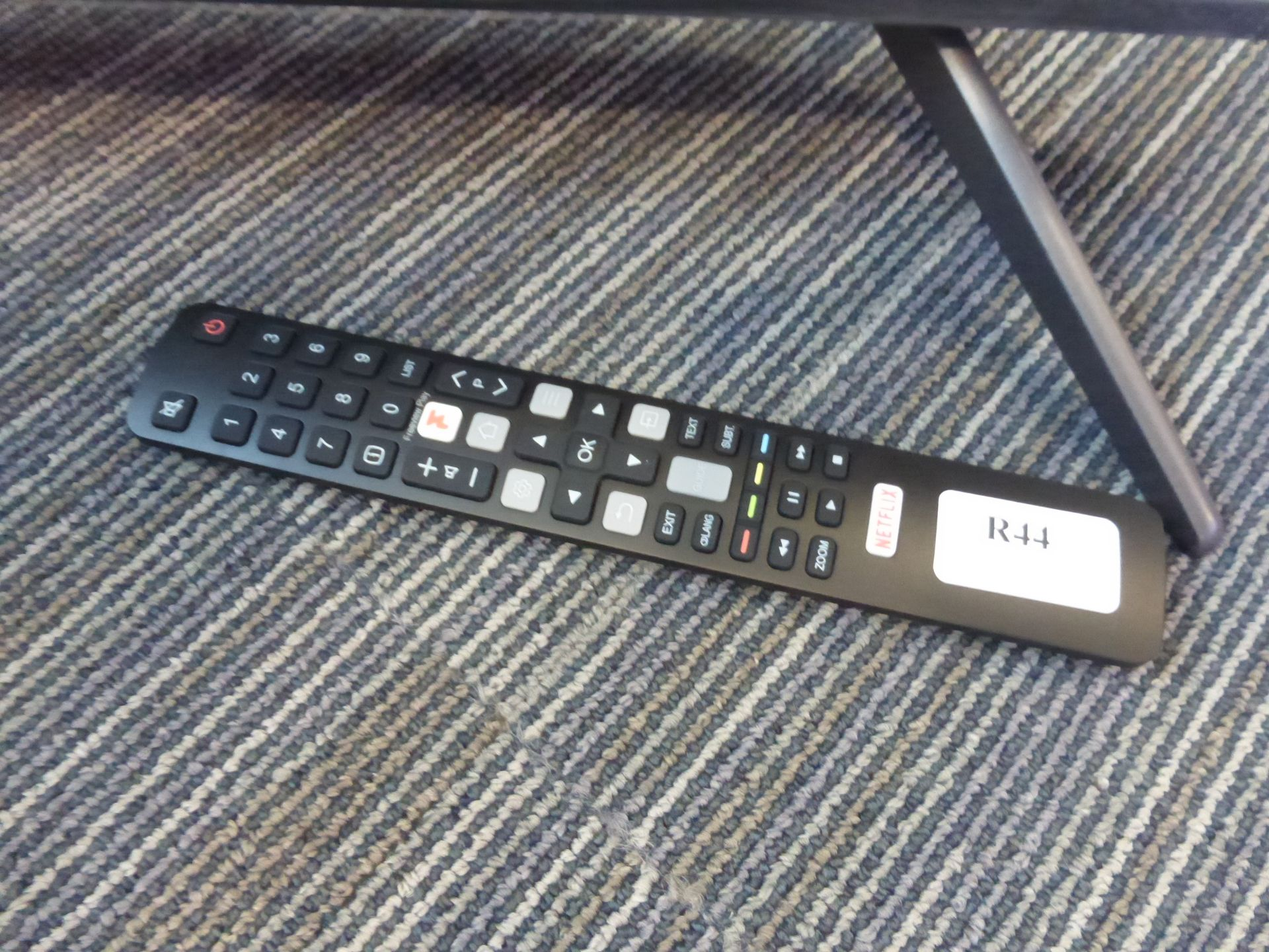 TCL 50'' 4K TV Model: 50C715K, includes remote (R44) and box (B60) Screen has no visible damage, - Image 2 of 2
