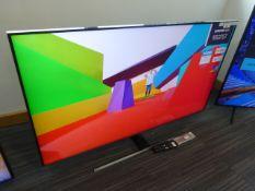Samsung 55'' 4K TV Model: QE55Q7TAT, includes remote (R16 & R17) and box (B41) Screen has no visible