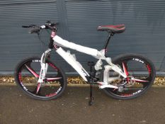 26'' 27 speed mountain bike with 3 pin mag wheels in black