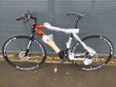 21 speed white Shimano geared road bike in black