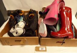 2 trays of mixed shoes