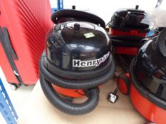 3045 Henry micro vacuum cleaner with pole