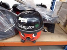 3985 Henry micro vacuum cleaner with pole and pipe