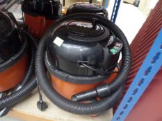 3043 Henry micro vacuum cleaner with pole