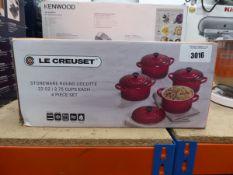 Le Creuset stoneware round bowl set