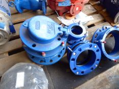 Five pipe gaskets, assorted sizes with 1 stopper