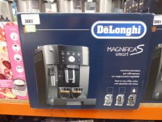 (TN68) - Delonghi Magnifica S Smart coffee machine with box Minor use, light turns on