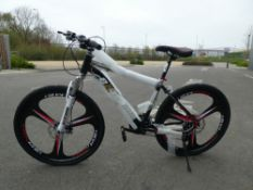 Black and white Extreme mountain bike 28 Inches
