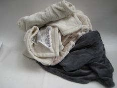 Bag containing 3 electric heated blankets with no electric cables