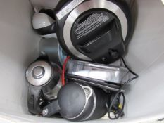 3339 - Box containing: mixed kitchenware, kettles etc