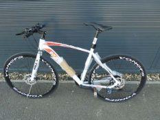 4034 - White Extreme town bike