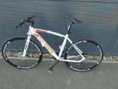 4035 - White Extreme town bike