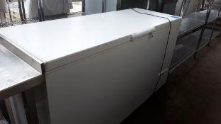TN69 - 160cm Whirlpool WCS360AP chest freezer