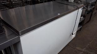 TN73 - 160cm Polar CE212-B chest freezer with stainless steel top