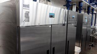 TN62 - 134cm Polar G595-02 2 door freezer with trays