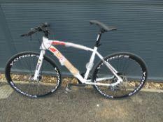 4043 - White Extreme town bike