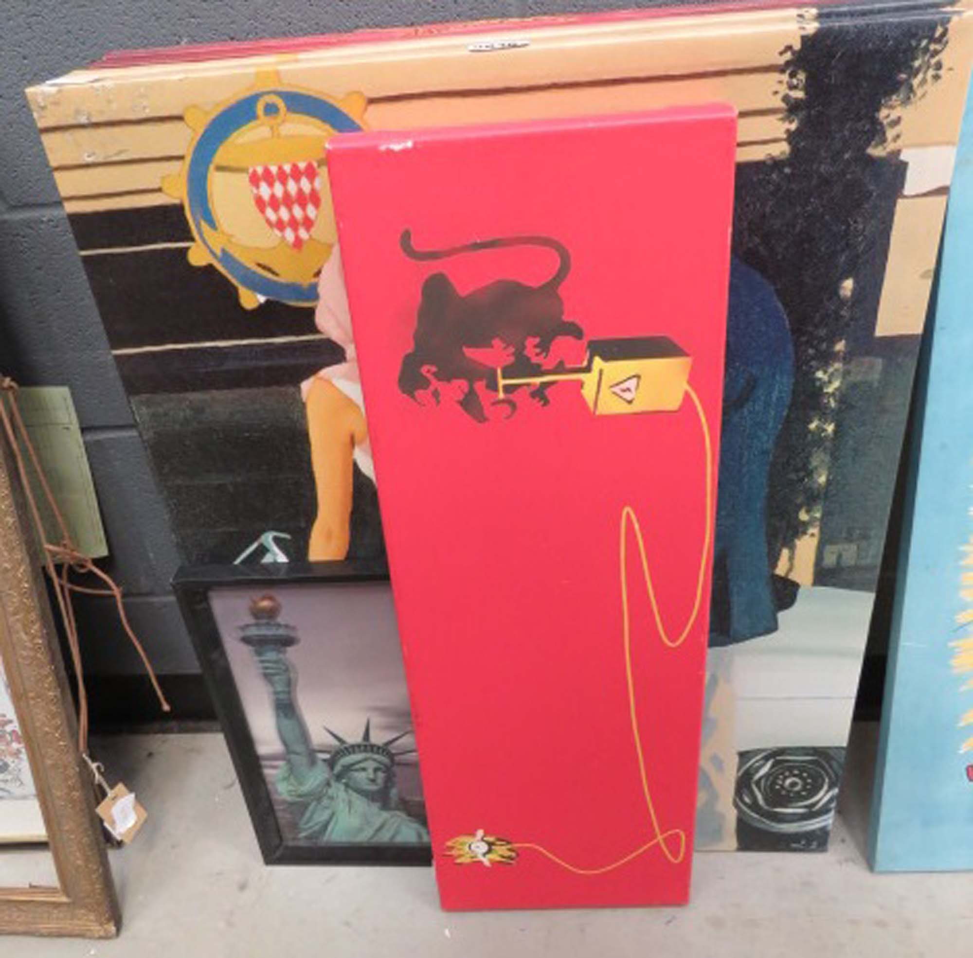 5053 Quantity of Jack Vettriano style wall hangings plus a photographic print of the Statue of