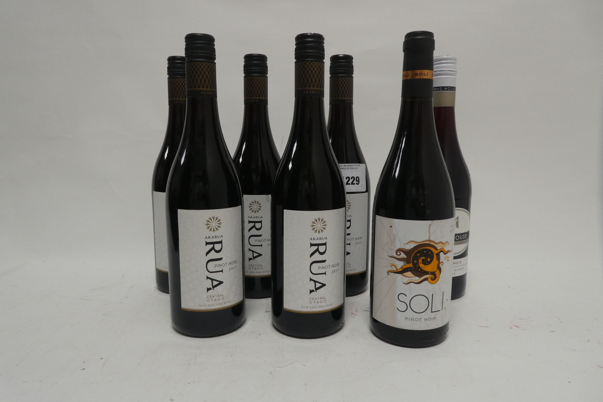 7 bottles, 5x Akarua Rua Pinot Noir 2017 Central Otago New Zealand,