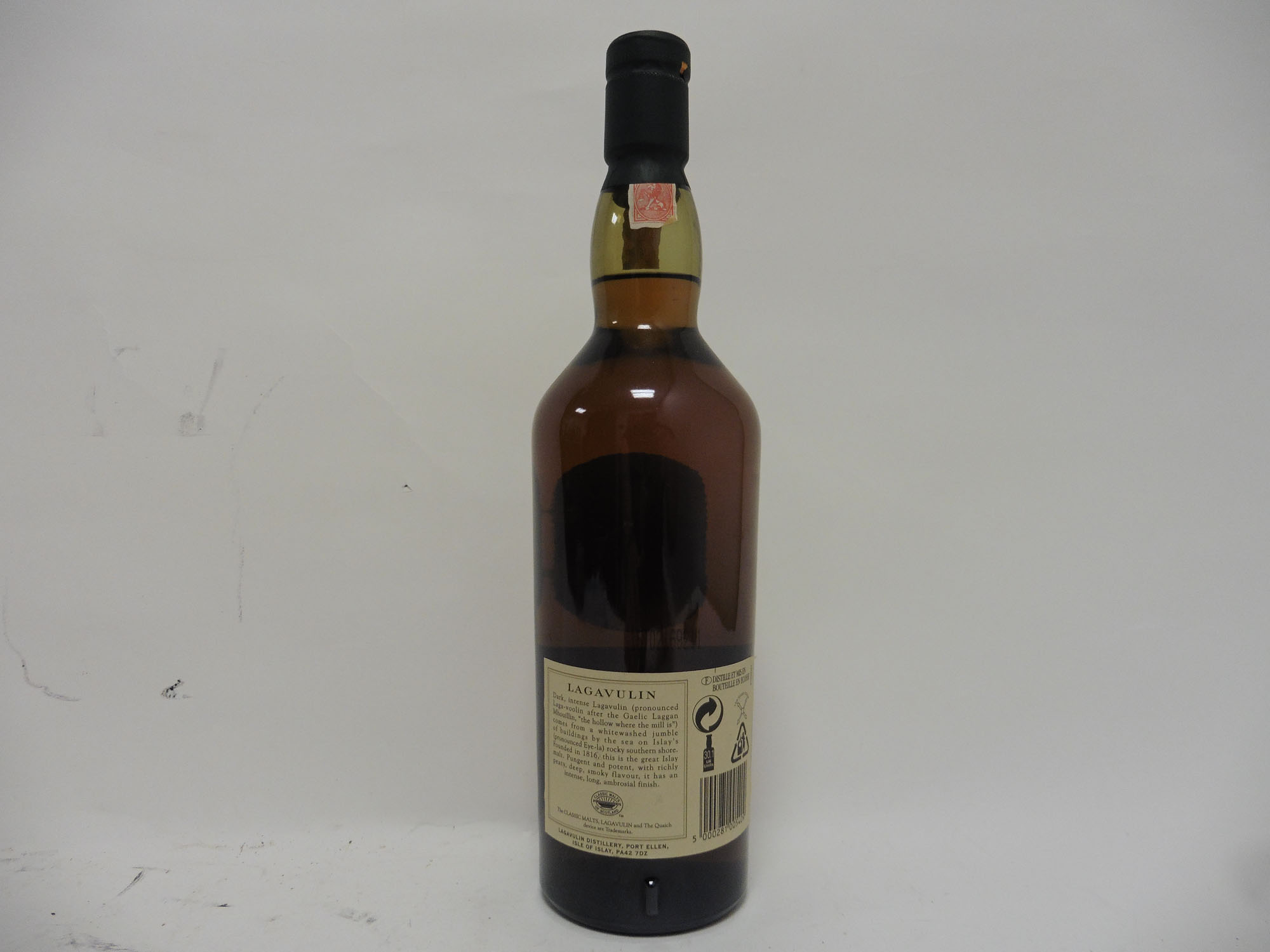 A bottle of Lagavulin 16 year old Single Islay Malt Scotch Whisky 70cl 43% - Image 2 of 2