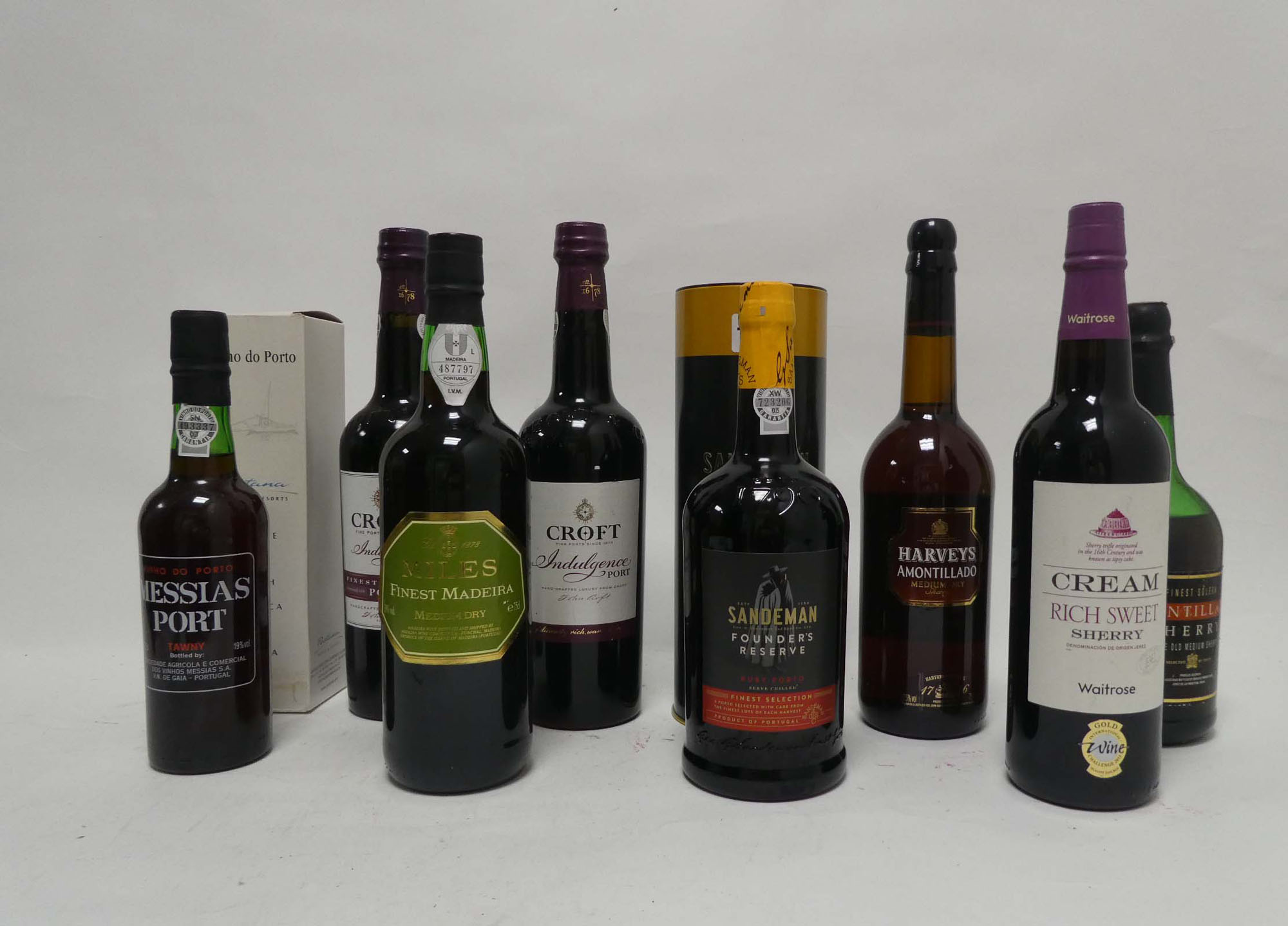 8 assorted bottles, 1x Sandeman Founders Reserve Ruby Port with carton, 1x Croft Indulgence