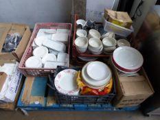 Pallet of assorted crockery