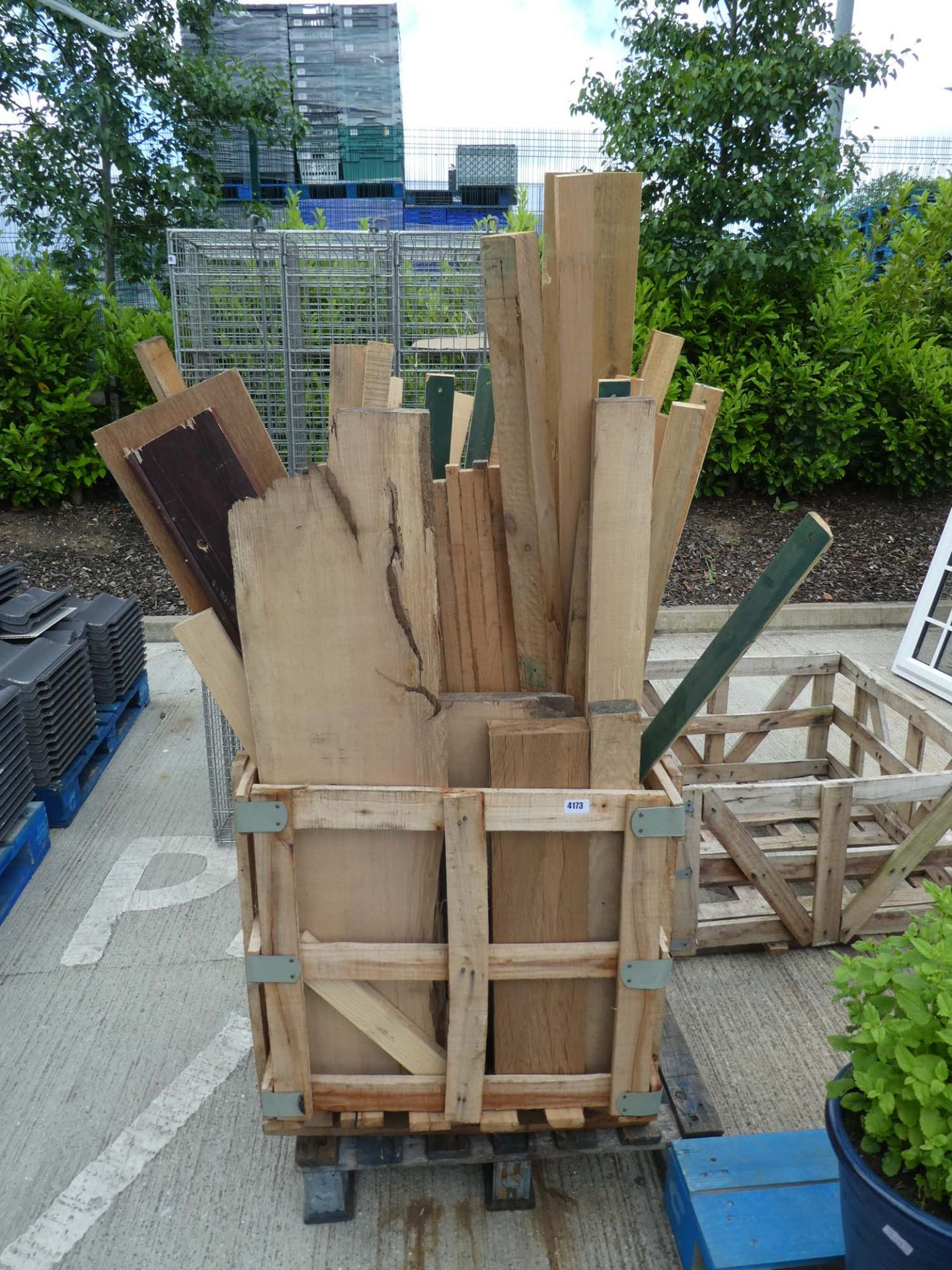 4143 Pallet of assorted timber