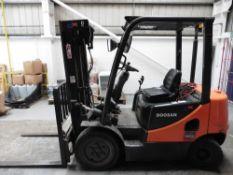 Doosan D25 S Diesel engine 2.5 tonne Forklift truck with triple free lift mast & side shift Year