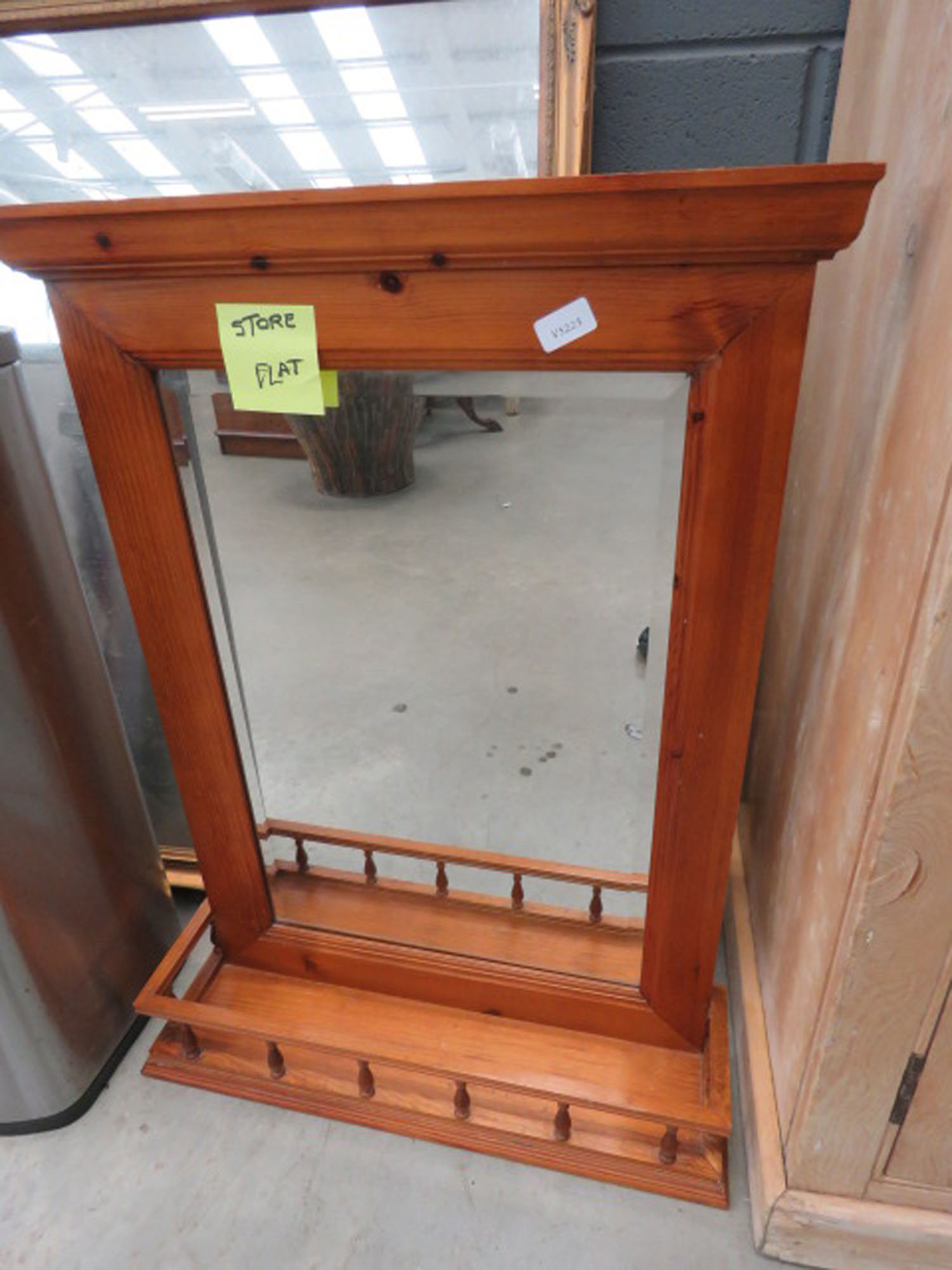 5183 Hanging mirror with shelf