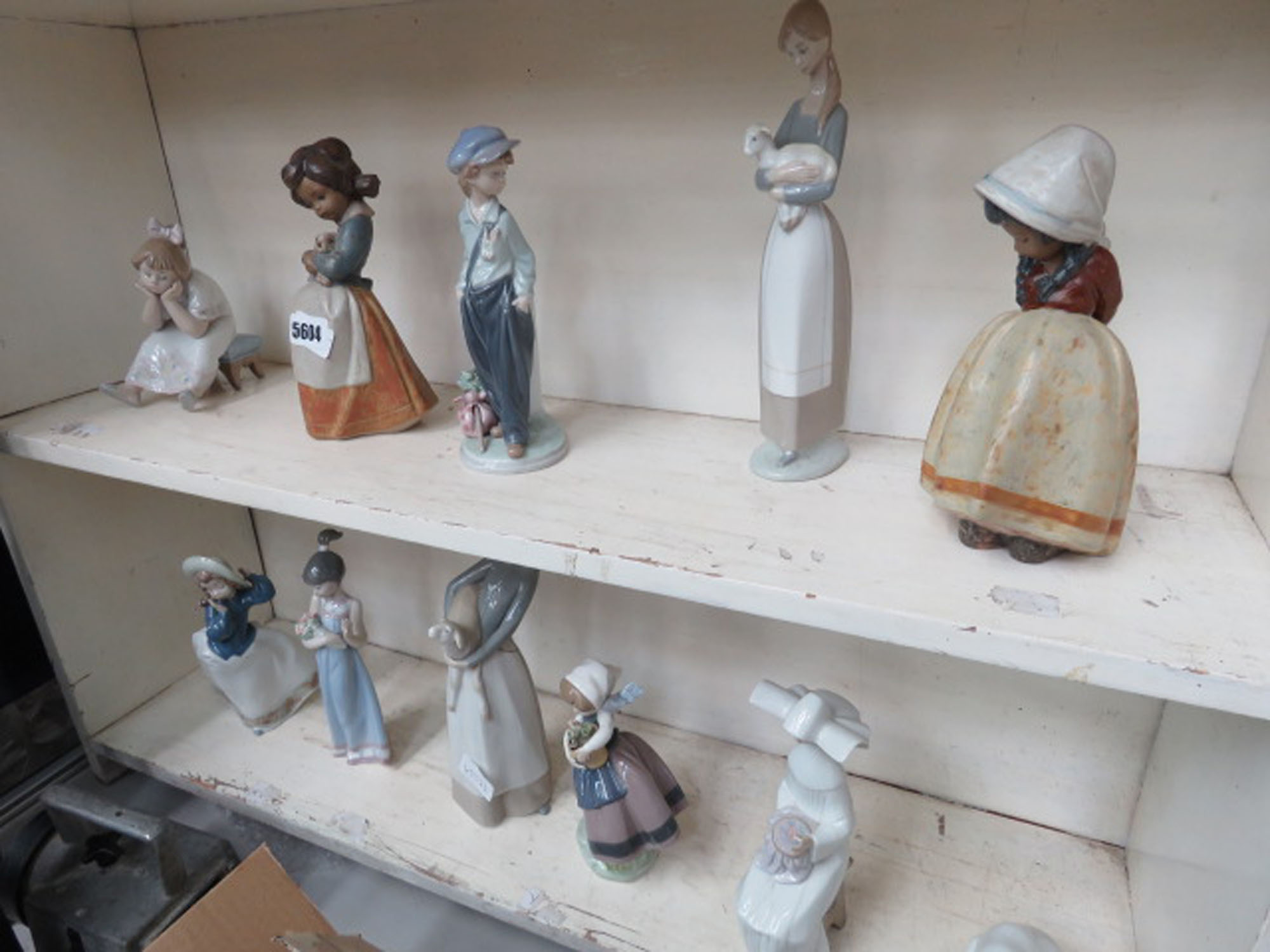 Qty of Lladro and other ornamental figures (11)