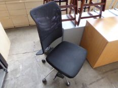 (276) Black mesh and black cloth seated swivel chair