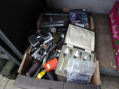 Tray of vintage collectables