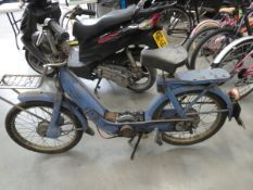 4064 - Piaggio step through scooter in blue