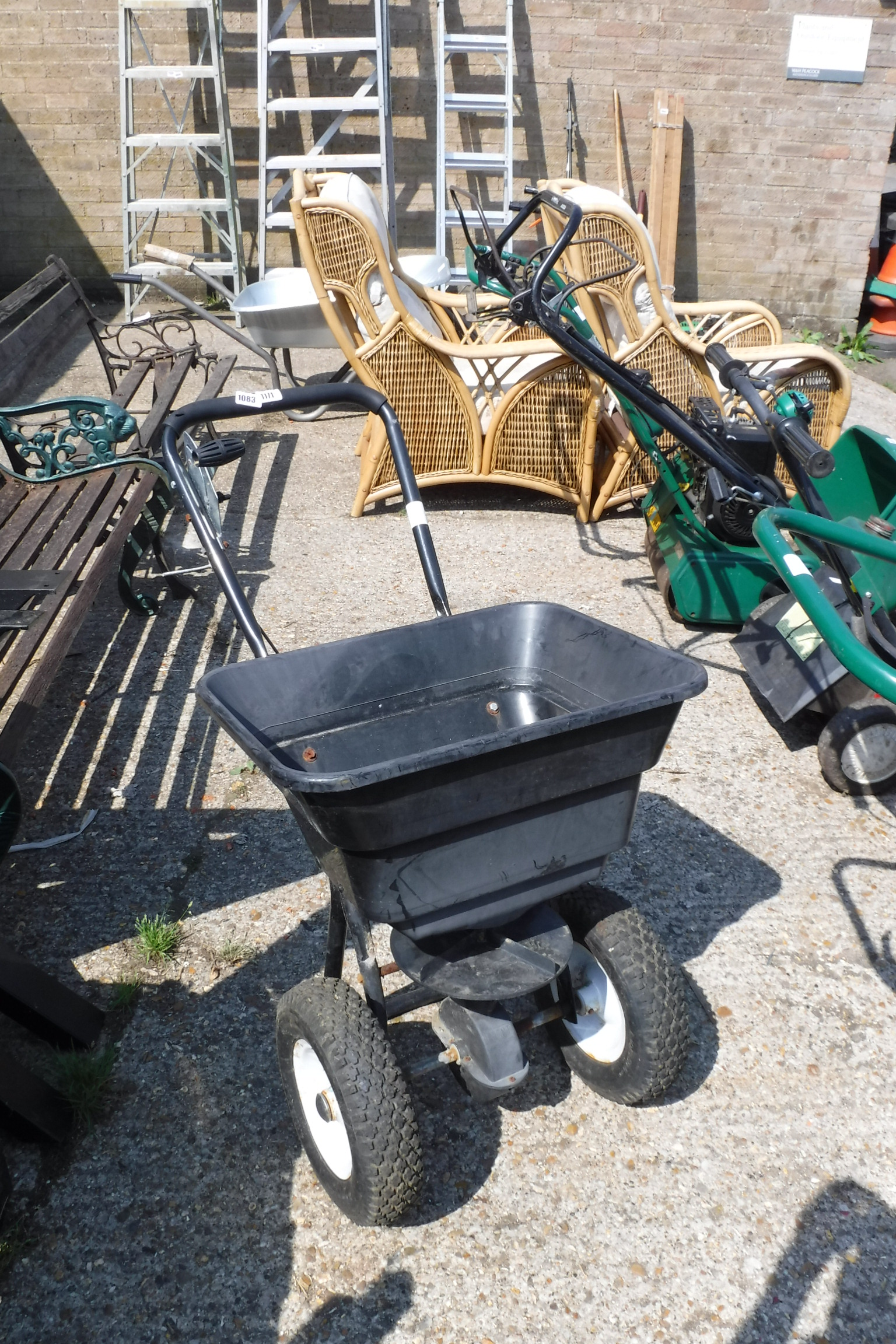 (1171) Manual powered seed spreader