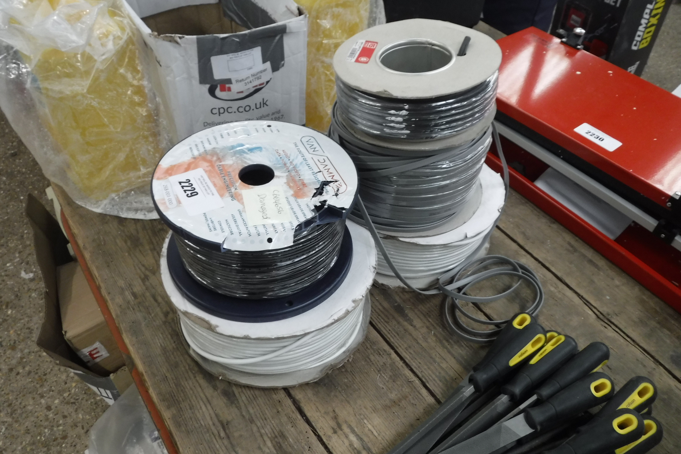 Small quantity of various electrical and audio cable