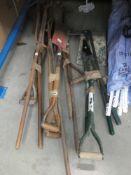 4 small bundle of assorted garden tools