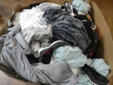 Pallet containing used clothing, linen, shoes, etc