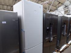 KGE49AWCAGB Bosch Free-standing fridge-freezer