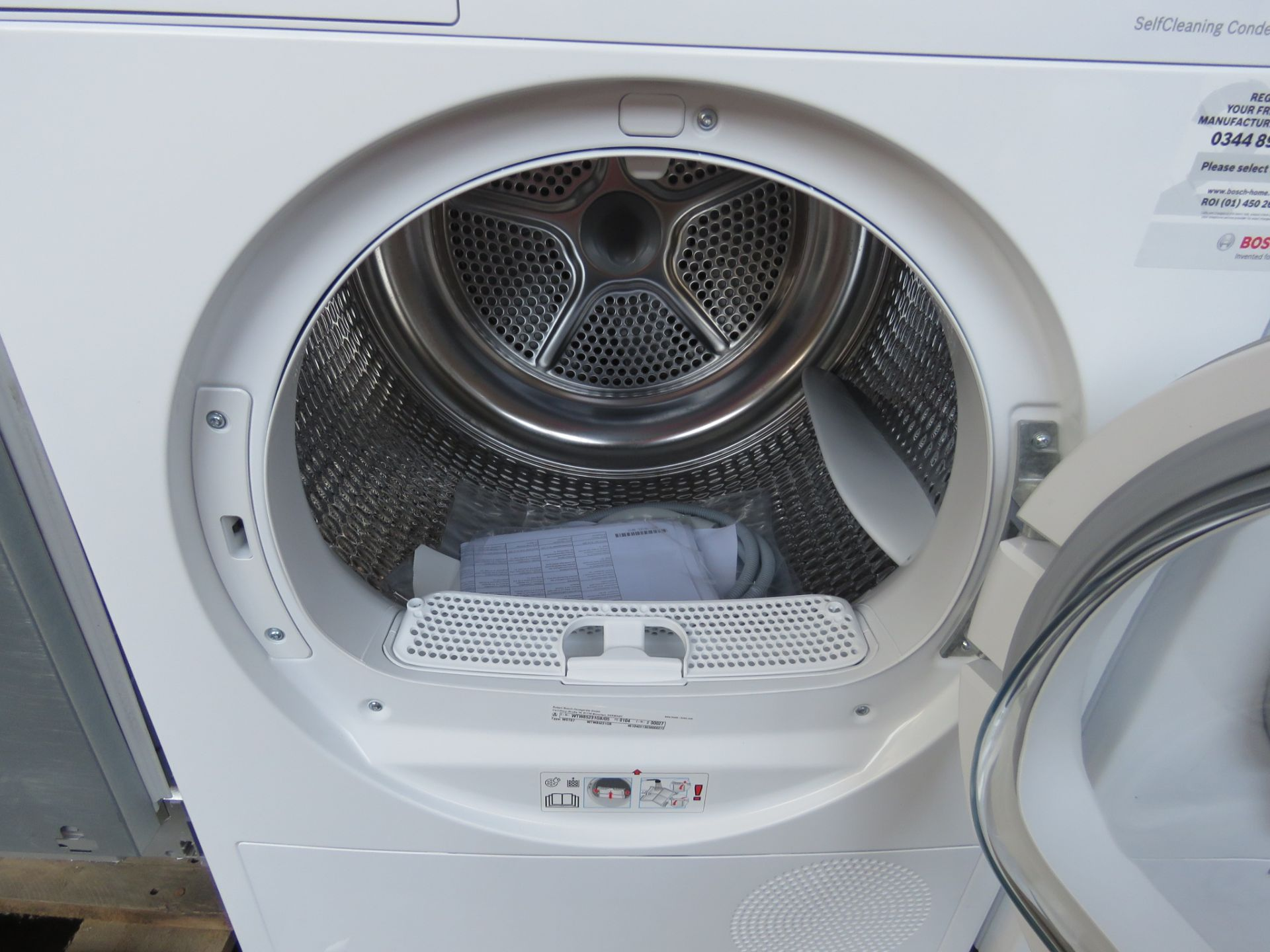 WTW85231GBB Bosch Tumble dryer - Image 2 of 2
