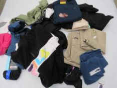 Large bag of mixed clothing incl. crop tight trousers, DKNY jeans, Levi jeans, etc.
