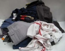 Bag of gents clothing to include jeans, shorts, tops, t-shirts, etc in various makes, colours and